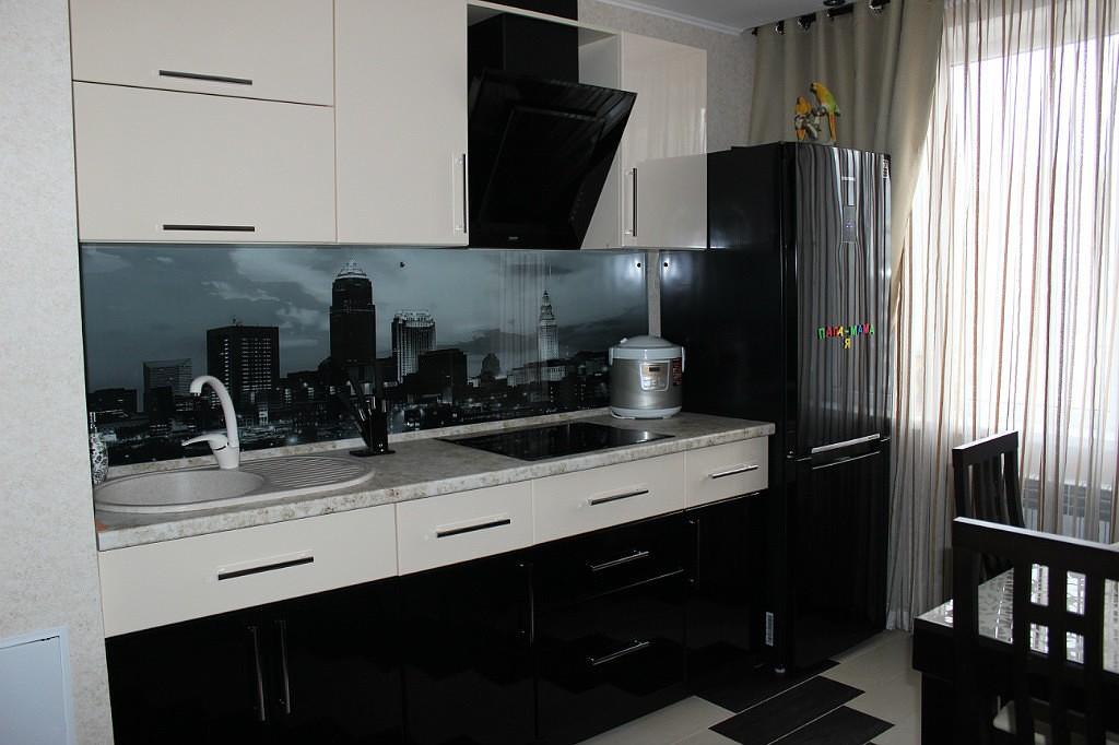 Черно-белая кухня с фотографиями
